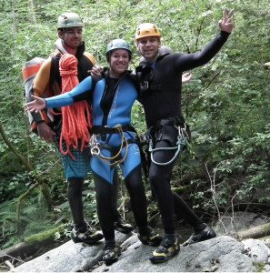3 Canyoning Begeher im Tessiner Canyon Cugnasco