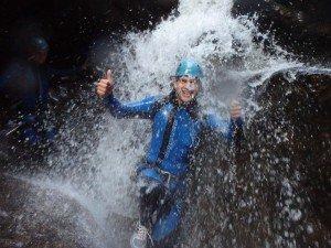 versprenkelter Wasserfall in der Starzlachklamm