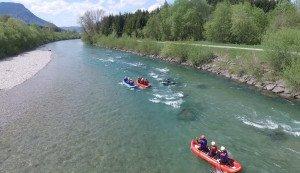 ruhigerer Rafting Abschnitt auf der Iller bei Sonthofen