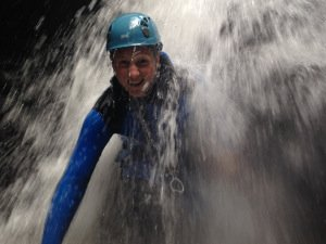 der Gilmer Sohn im Wasserfall