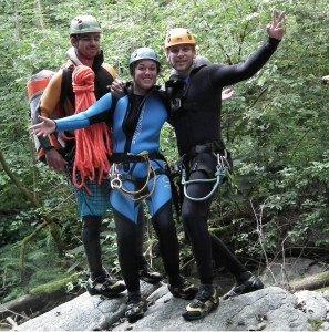 3 Canyoning Begeher im Tessiner Canyon Cugnasco