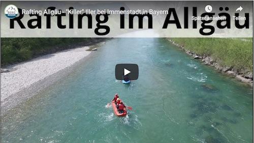 Rafting Tour mit zwei Booten in tuerkisblauem Wasser in schoenem Panorama